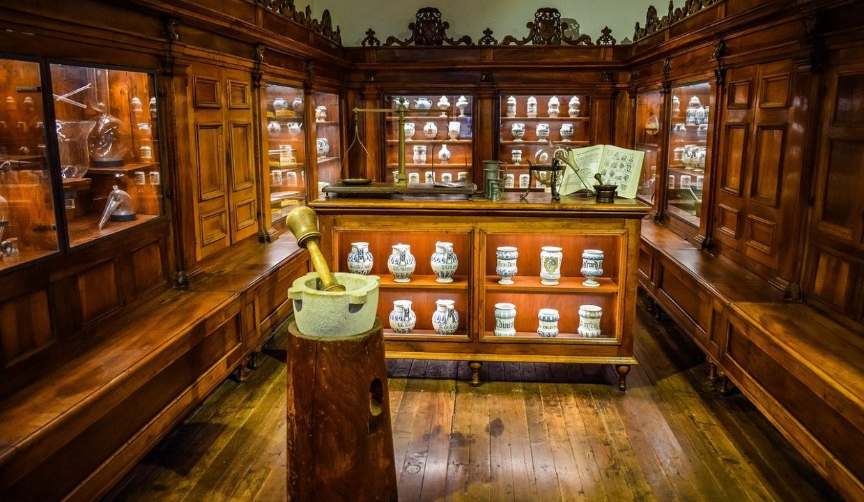 carteles y otras antiguedades de farmacia